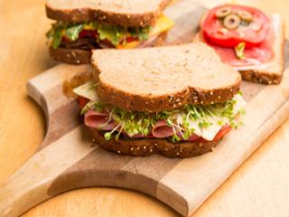 फिटनेस के शौकीनों के लिए हेल्दी स्प्राउट सैंडविच रेसिपी