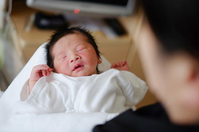 बच्चों को जन्म देना