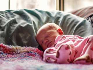इन कारणों से बच्चों को सोते समय ना लगाएं तकिया