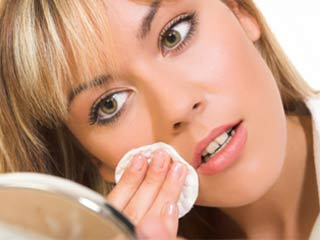 Mistakes you have been making while removing your makeup