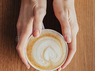 कैंसर से बचने के लिए ठंडी करके पीये कॉफी