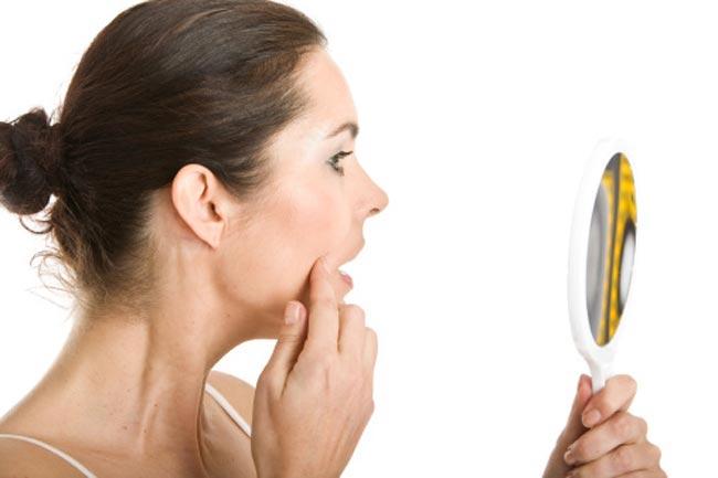 त्वचा के ऑयल और मुंहासों को दूर करें