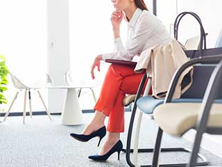 What colors you should and should not wear in an interview