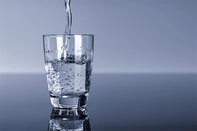 सही मात्रा में पानी पिएं