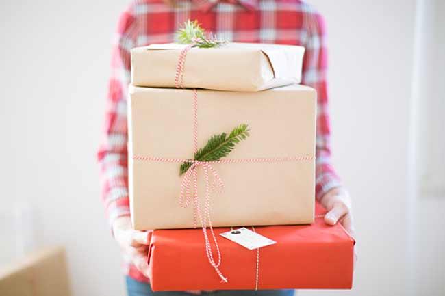 दोस्तों को बहुत अधिक उपहार देना
