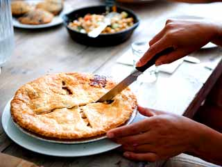 How to make classic raisin pie at home