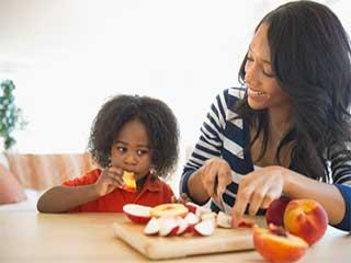 इन 4 कारणों से रोज बच्चों को खाना चाहिए एक सेब