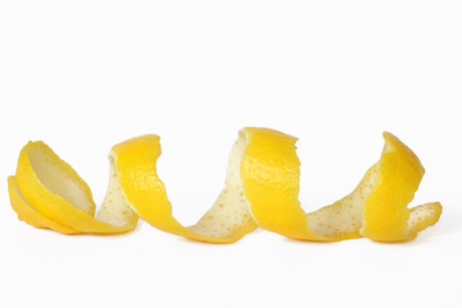 विटामिन सी का समृद्ध स्रोत नींबू के छिलके