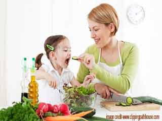 अपने बच्चों को स्वस्थ आहार कैसे खिलाएं