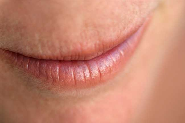 होंठों का सूखापन