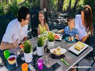 बच्चों की उम्र के हिसाब से कितना खाना ज़रूरी