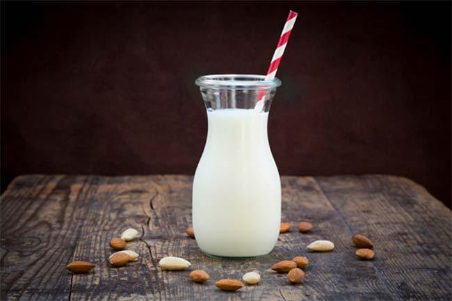 बादाम वाला दूध