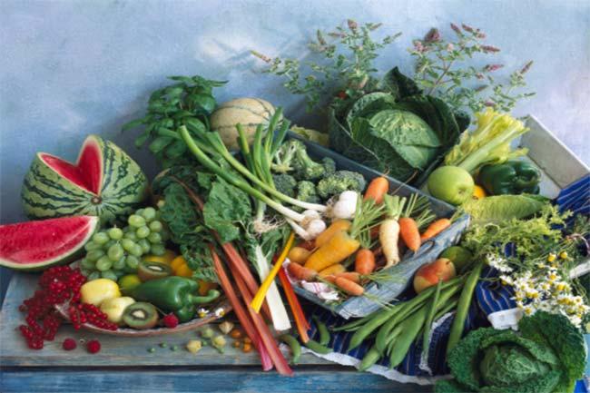 हरी पत्तेदार सब्जियां व फल