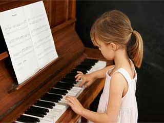 जानें कैसे बच्चों को भाषा सीखने में मदद करती है म्यूजिक ट्रेनिंग