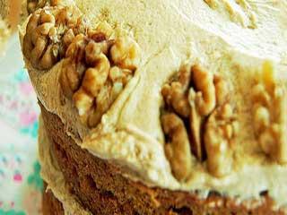 माइक्रोवेव में कॉफी एंड वॉलनट केक बनाने की रेसिपी