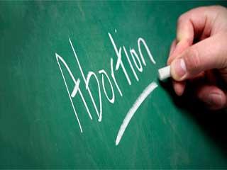 डब्ल्यूएचओ: दुनिया की हर चौथी महिला गर्भपात की होती है शिकार