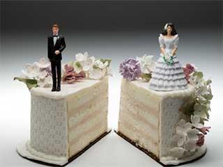 तलाकशुदा व्यक्ति को डेट करने के हैं ये फायदे और नुकसान