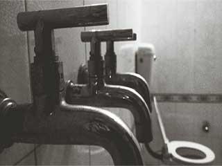 क्या सार्वजनिक शौचालय के कीटाणु आपको करते हैं संक्रमित!