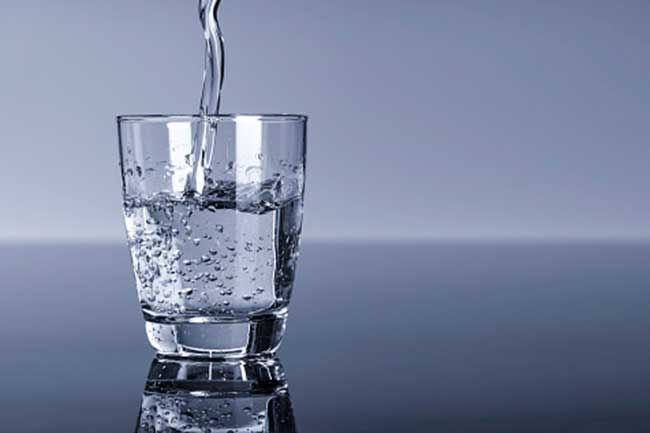 शरीर को डिटॉक्स करें पानी