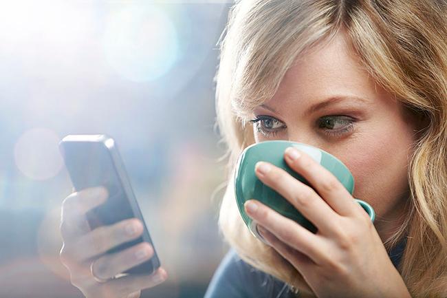 स्टेटस न पढ़ पाने की बेचैनी और स्मार्टफोन खोने का डर