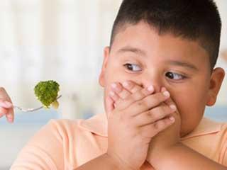खाने से दूर भागता है आपका बच्चा? तो आजमाएं ये टिप्स