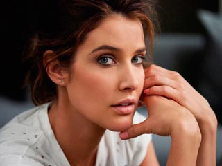 """Cobie Smulders AKA Robin Scherbatsky on """"How She Fought Cancer"""" During """"How I Met Your Mother"""""""