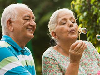जवां लोगों से ज्यादा खुश होते हैं बुजुर्ग! जानें वजह