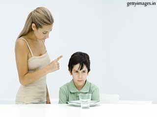 बच्चे को डायबिटीज से है बचाना तो इन चीजों से दूर रखना