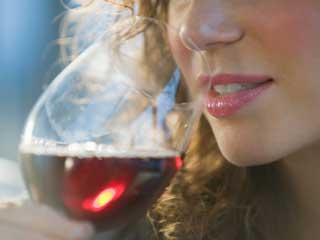 शराब पीने से बढ़ सकता है ब्रेस्ट कैंसर का खतरा !