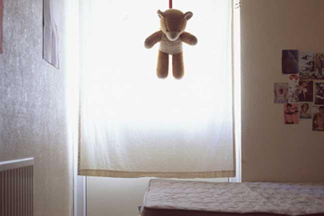 औसतन 300 लोग करते हैं आत्महत्या
