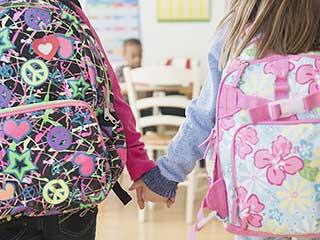 भारी बैग का बोझ, बच्चों की सेहत के लिए खतरनाक