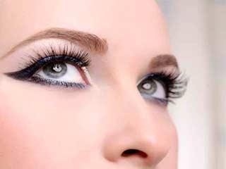 सिर्फ आंखों को ही नहीं बालों की खूबसूरती भी बढ़ाता है काजल