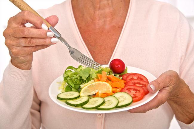 फल-सब्जियोंका सलाद