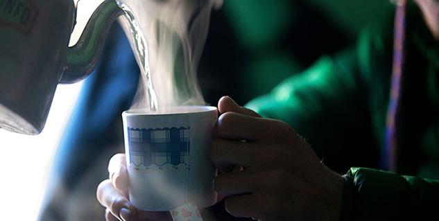 गर्म चाय