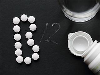 अगर शरीर है विटामिन बी12 की कमी तो हो जाएं सावधान!