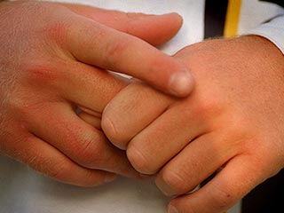 Fond of cracking knuckles? Quit the habit with these tips