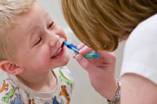 रोज रात को दांत साफ करना