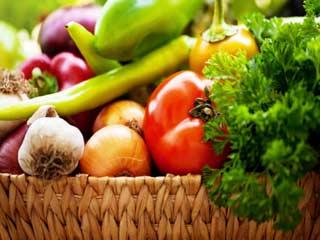 दिन में 5 बार फल-सब्जियां खाने वाले जीते हैं 100 साल!