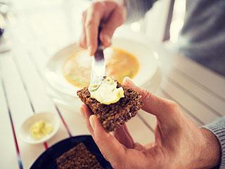 हेल्दी रहने के लिए ऐसे खाएं ब्रेड और ब्रेड स्प्रेड, मिलेंगे कई चम्तकारिक फायदे