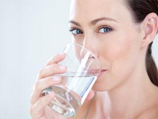सोने से पहले पीएं पानी, होंगे ये 5 हैरान करने वाले फायदे