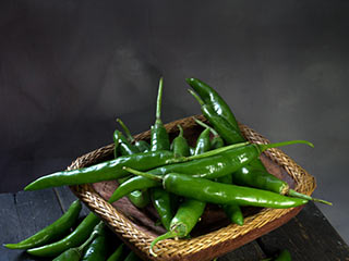 Eat green chillies daily for beauty and other health benefits