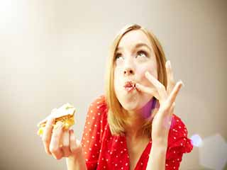 आपका मिठाईयां खाने का मन बार-बार क्यों करता है, ये हैं 5 वजहें
