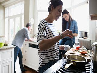 किचन में न करें ऐसी मिस्टेक, कर देंगी बीमार!