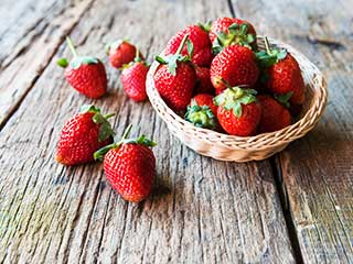 5 amazing health benefits of strawberries make it a superfood
