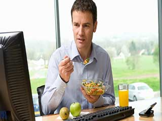 ऑफिस में काम के बीच में ब्रेक लेना जरूरी है, जानें क्यों