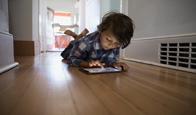 क्या आपके बच्चे भी मोबाइल, टैबलेट से खेलते हैं?