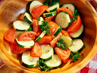 Know how cucumber and tomato salad can help you lose weight