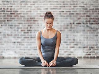 महिलाओं से जुड़ी हेल्थ प्रॉब्लम्स भी दूर करता है योगासन, ये हैं इसके फायदे