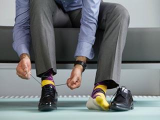 बिना मोजे के पहनते हैं जूते तो आपको हो सकती है ये बीमारी