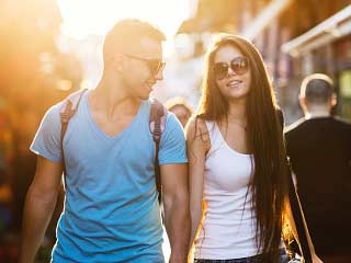 जब रिश्तें में बढ़े भावनात्मक असुरक्षा, तो करें ये 5 काम